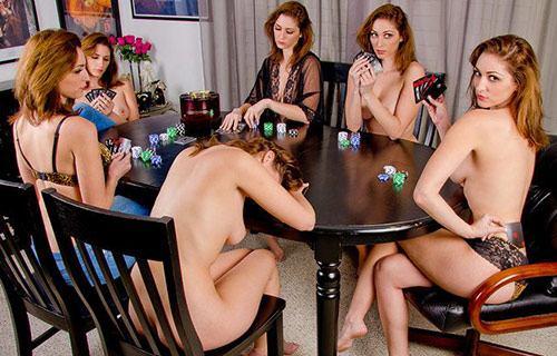 بازی استریپ پوکر چیست؟ همه چیز درباره Strip poker یا پوکر لختی