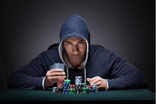 آشنایی با پوکر فیس | کاربرد Poker Face در شرط بندی